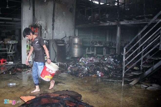 Cháy xưởng may, công nhân tháo chạy
